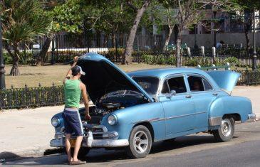פורץ רכבים בתל אביב